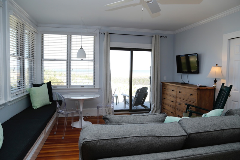 Cape Cod Waterfront Apartment 2
